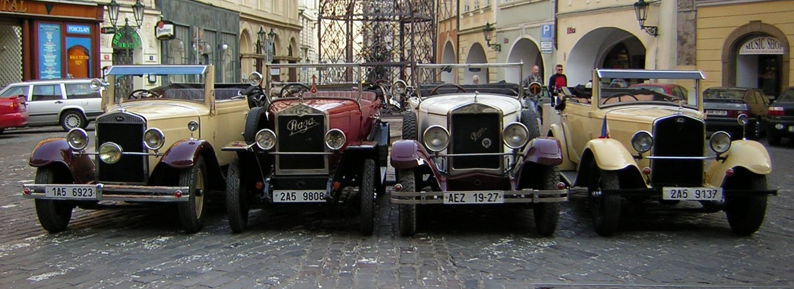 Group transportation in Prague, Transportation