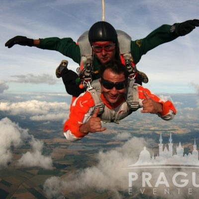 Exciting Teambuilding Prague - Sky Diving 1
