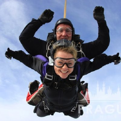 Exciting Teambuilding Prague - Sky Diving 9