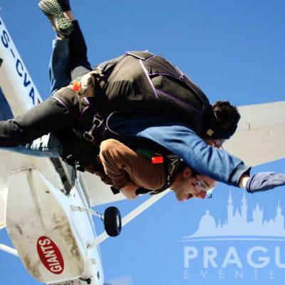 Exciting Teambuilding Prague - Sky Diving 3